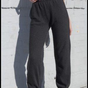 Brandy Melville Rosa Sweatpants, Brand new